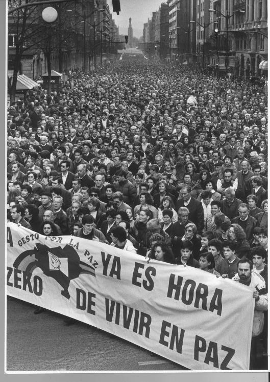 19920202 manifestación Gesto por la Paz
